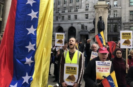 Demonstration in London: in front of the Bank of England: Give its gold back to Venezuela!