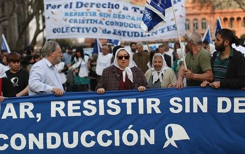The March of Resistance, 27 August 2016 in front of the Casa Rosa, B.Aires. TeleSur.