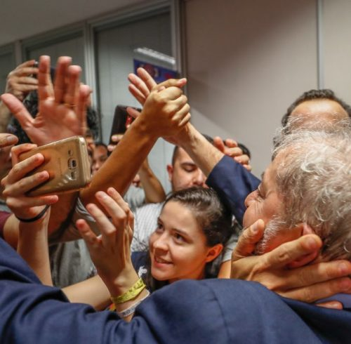 workers protect Lula