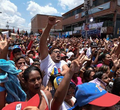 mass of people supporting Nicolas Maduro