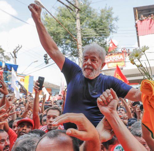 Sao Bernado do Campo SP 07 04 2018 O ex presidente Luiz Inacio Lula da Silva no braço do povo depois da missa e discursos em frente ao sindicato dos metalurgicos no ABC Fotos: Ricardo Stuckert