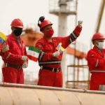 Venezuelan port workers welcome the first of five Iranian oil tankers 20.5.20